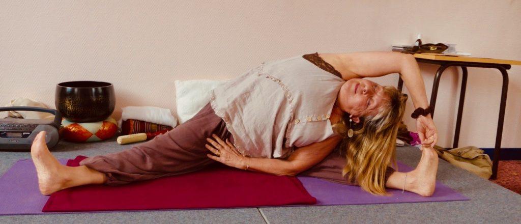 Christine Mourey pendant un cours de Hatha Yoga